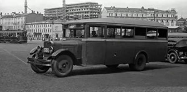 Автобусы! История автобусов на улицах Москвы! На фотографии автобус АМО-4.