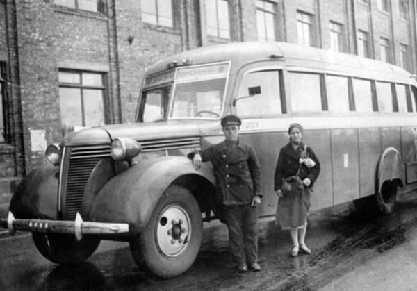Автобусы! История автобусов на улицах Москвы! На фотографии автобус ЗИС-16.