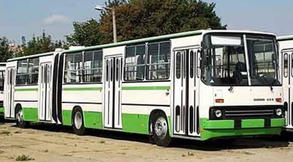Автобусы! История автобусов Москвы! На фотографии автобус Икарус-280.