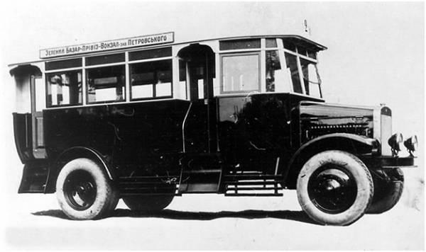 Автобусы! История автобусов на улицах Москвы! На фотографии автобус Я-3.