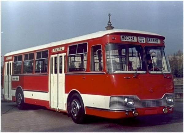 Автобусы! История автобусов на улицах Москвы! На фотографии автобус ЛиАЗ-677.