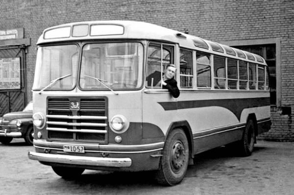 Автобусы! История автобусов на улицах Москвы! На фотографии автобус ЗИЛ-158.