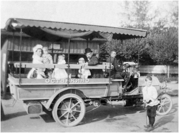 Автобусы! История автобусов на улицах Москвы! На фотографии автобус «Даймлер» в Останкино, 1907 год.